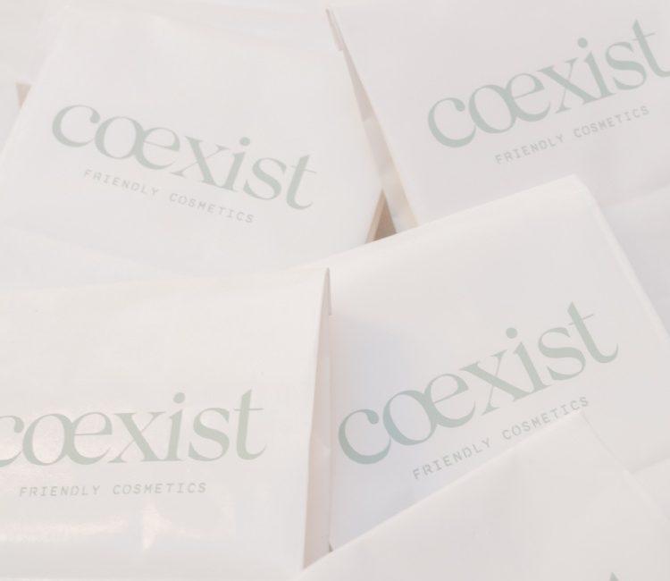 Bolsas biodegradables coexist para productos tintas no tóxicas y papel reciclado de bosques sostenibles